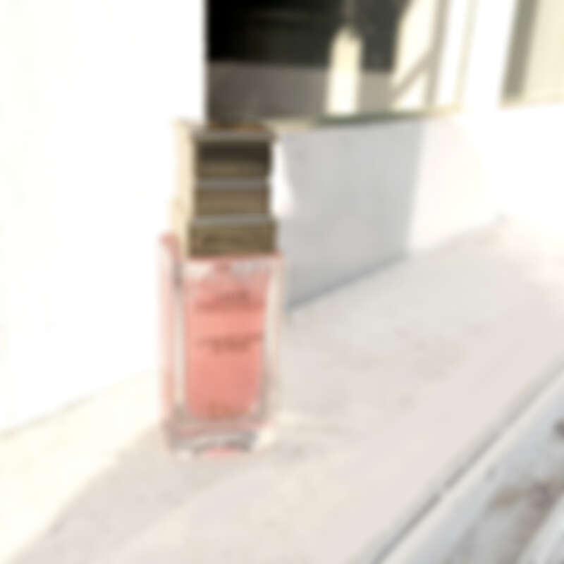 Dior精萃再生花蜜微導精露是陪伴女生最可靠的「保養另一半」,使用了後大幅提升肌膚質感