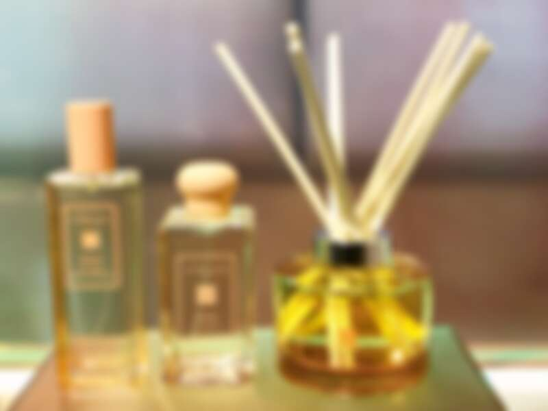 橘色的是橙花(常態香氣)系列,當中的髮香噴霧跟擴香是首度出現。