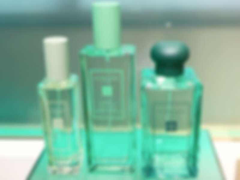 綠色的星玉蘭(復刻香氣)系列,當中的髮香噴霧首度出現。