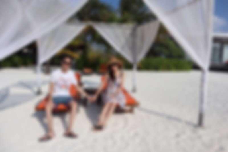 楊千霈夫婦Club Med馬爾地夫之旅,忘卻煩惱的兩人十分甜蜜合影