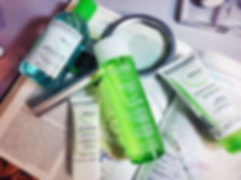 「BIODERMA貝膚黛瑪平衡控油高效保濕水凝乳」含有專利FLUIDACTIV TM皮脂液化科技,為複合式高抗氧化活性成分,(甘露醇與抗氧化成分),能預防皮脂中的「角鯊烯」被氧化,於源頭防止皮脂轉化成黏稠聚合物形成粉刺、降低毛孔阻塞機率,減少青春痘產生。