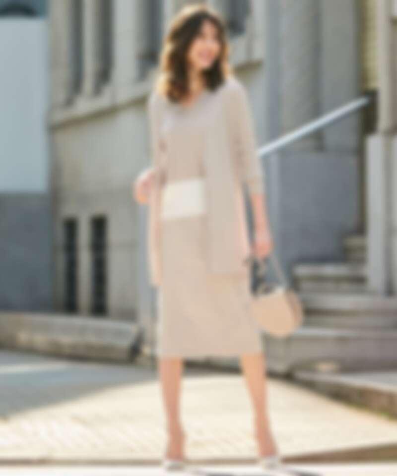 螺紋長外搭、V領配色針織衫、及膝A字裙、半月型提包all by ICB