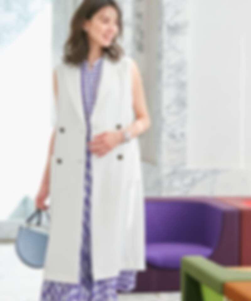 長版雙排釦西裝背心、格紋無袖雪紡襯衫、幾何格紋百褶長裙all by ICB