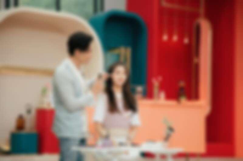 Kevin老師參加韓國《Get it beauty》錄影,示範無限放大腮紅修容法在LOVELYZ的叡仁臉上。