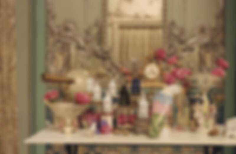 Gucci以煉金師的實驗科學為靈感,推出7款淡香精,4款香氛精油,3款香氛純露以及1款香氛蠟燭。