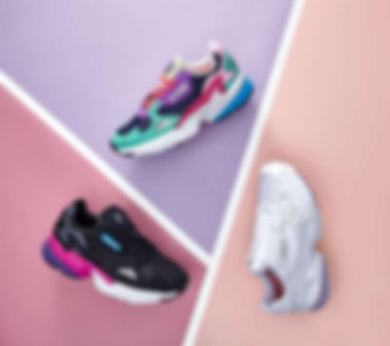 adidas Originals Falcon 彩虹配色、黑桃配色,皆為3,690元;全白拉鍊款,3,890元。