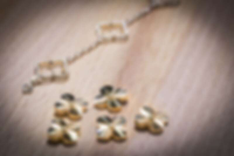 Van Cleef & Arpels - Alhambra圖騰的璣鏤雕花工序