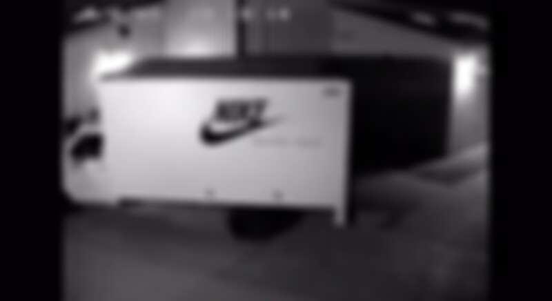 以協尋海報及一台載滿球鞋的失竊卡車為行銷手法