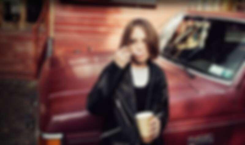 Maya Hawke拍攝 AllSaints形象照