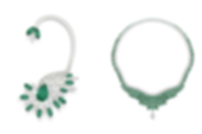 (左)「漠地蕾絲」祖母綠頂級珠寶鑽石耳掛。(右)「蔥鬱綠洲」祖母綠頂級珠寶鑽石項鍊。