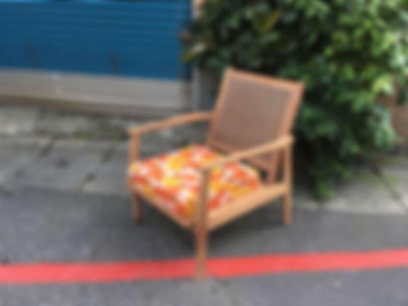 由埕實生活改造的老椅子,加上老花布反而呈現了北歐風情