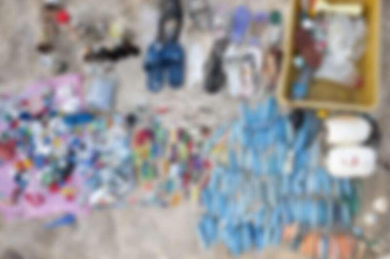 15公尺,30分鐘,我們在已經初步整理過大型垃圾的乾淨沙灘中,撿出這些海洋廢棄物。