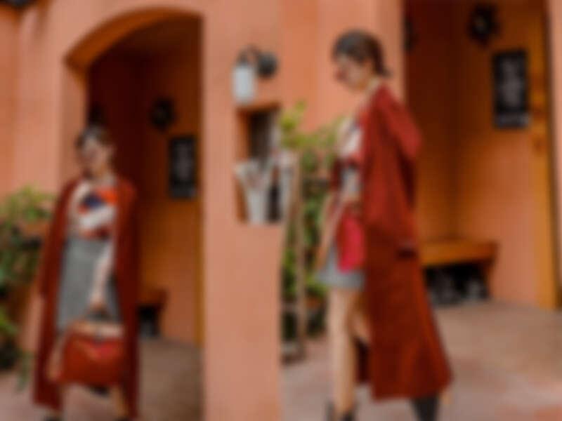 金屬紗線混紡針織 $12,300/威爾斯親王格紋短褲 $10,900/自行車紅大衣 $75,300