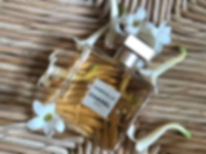 圖中正是格拉斯栽種的晚香玉,由香奈兒花田栽種獨家使用