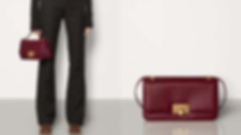 Bottega Veneta 酒紅Classic手袋小款,NT63,500 /大款,NT84,100