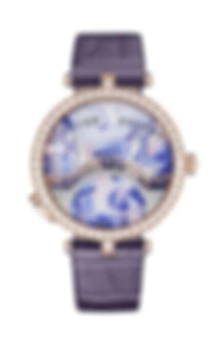 除了七點鐘方向新加入的按把牽動裝置外,日間款的戀人橋作品與四季主題的高級珠寶款式,都是今年很有看頭的作品。Lady Arpels Pont des Amoureux Jour 日間款腕錶 (正面)。