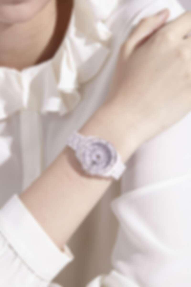 Preston系列粉色陶瓷腕錶,NT11,800。