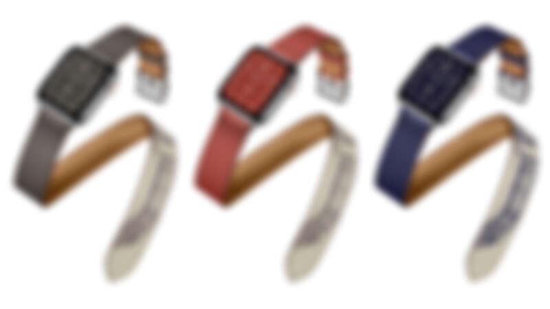 第五代 Apple Watch Hermès 系列(40mm錶殼) 單色皮革與Della Cavalleria 絲巾印花拼接雙圈 Swift 小牛皮錶帶,售價NT15,900,整組售價NT45,900