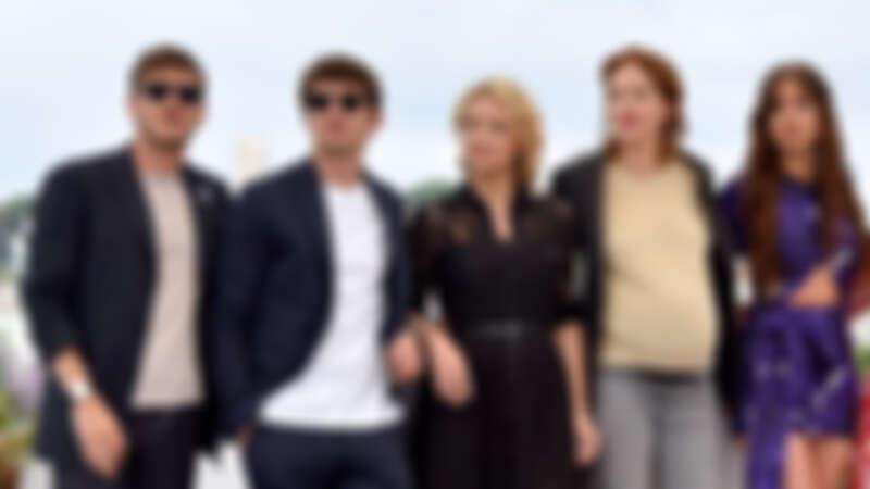 導演潔絲汀楚特(右二)與四位主演。今年五月時潔絲汀挺著孕肚出席坎城影展。