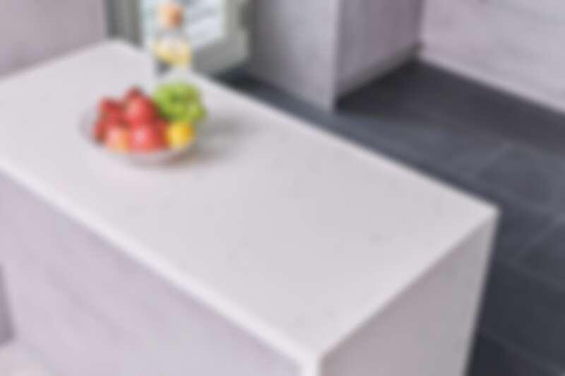 帶有天然紋理的SAKURA stone,不僅可以襯托出整體空間的清新明亮;天然石英石抗污、耐刮、耐高溫的特性更提升了廚房的高機能質感。