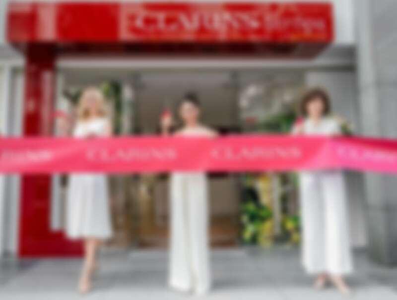 (左起)克蘭詩品牌大使Jenna Courtin-Clarins、金曲歌后艾怡良、克蘭詩台灣總經理Kathy出席克蘭詩SKIN SPA美妍中心開幕剪綵。