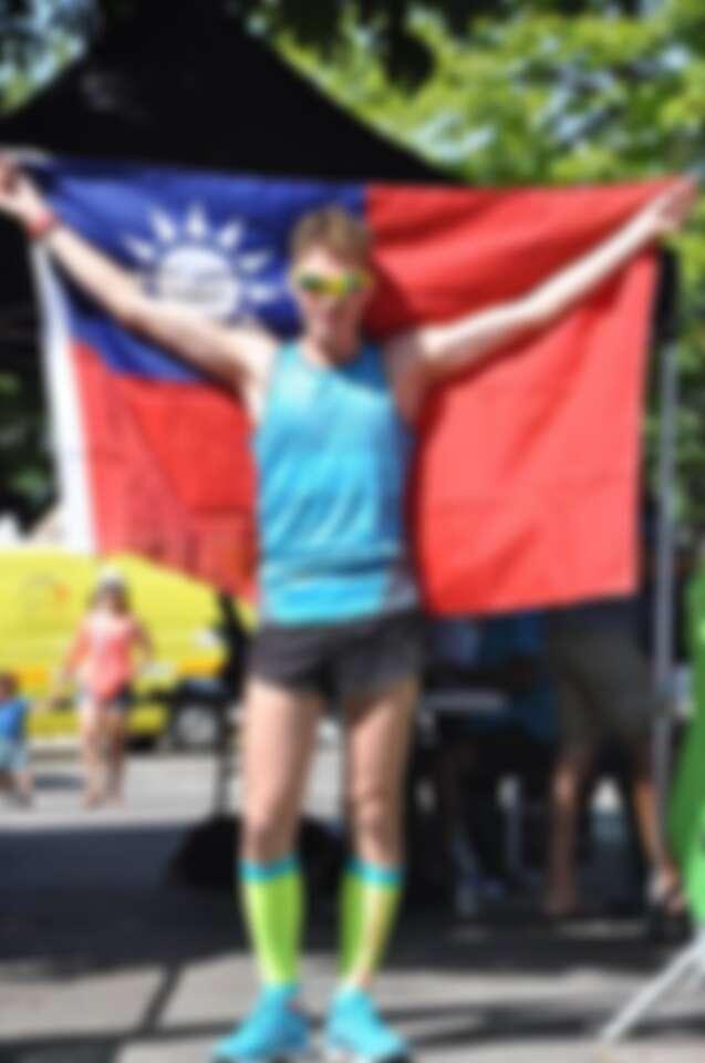 出國跑馬拉松也一定要帶台灣國旗。