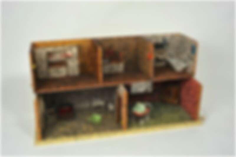 Hiro Hiro Art Space_鹽田千春 Chiharu Shiota_State of being, Puppey House_混合媒材_43 x 84 x 30 cm_2013