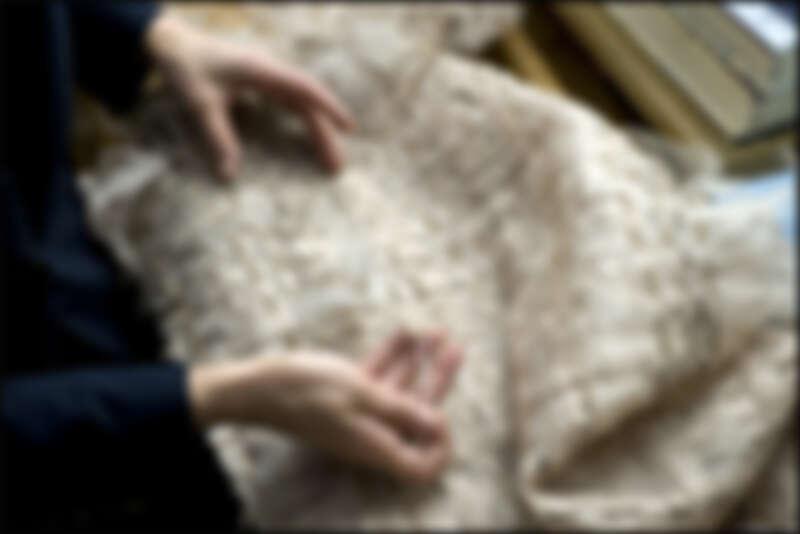 卡爾的帶領下,斜紋軟呢注入更多樣化的材質。