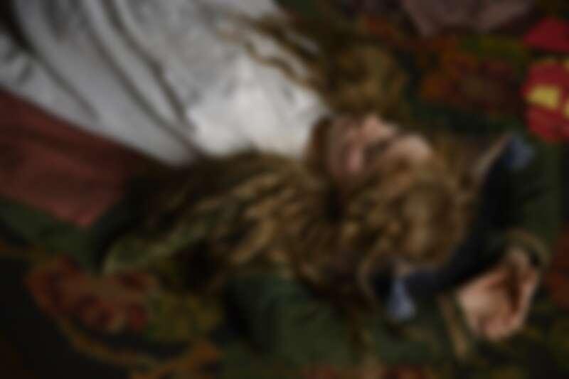 《她們》劇照。瑟夏羅南飾演二女兒喬。