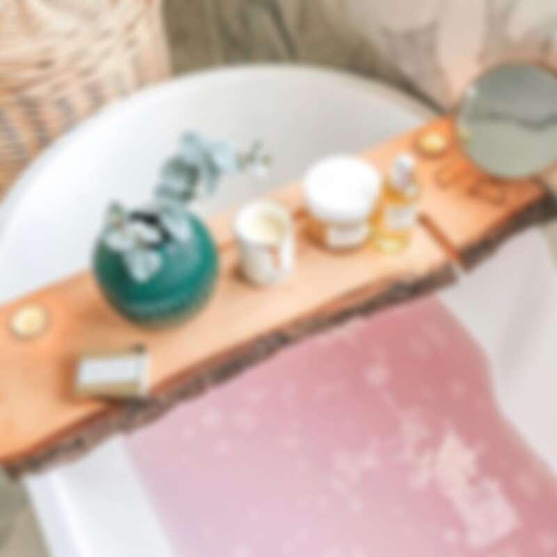 泡澡時加入放鬆、助眠精油能慢慢釋放壓力
