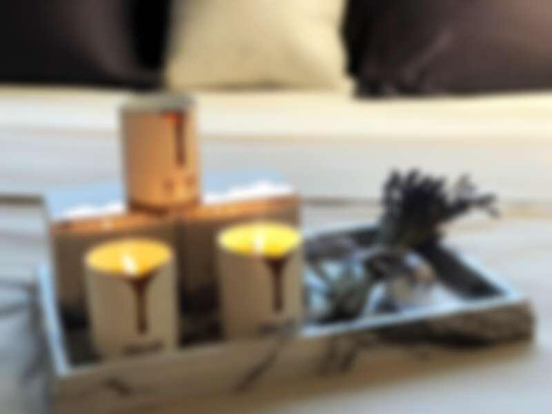 Neom極致美肌香氛蠟燭系列產品以純天然植物精油所製成