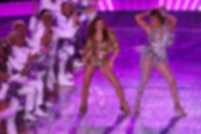 Jennifer Lopez同台Shakira。