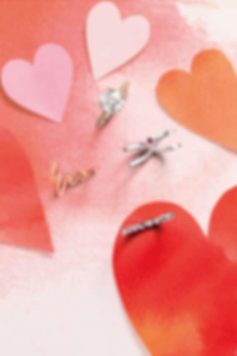 SLOANE SILHOUETTE系列戒指(黃K金、鑽石、主鑽2克拉)、LOVE WRAP戒指(白K金、粉紅剛玉)、MRS.戒指(玫瑰金、粉紅剛玉)、BEHATI BOLD SHAPES戒指(白K金、鑽石、粉紅剛玉)。
