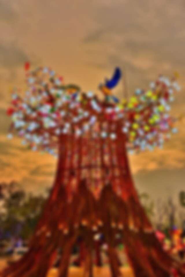主燈《森生守護-光之樹》
