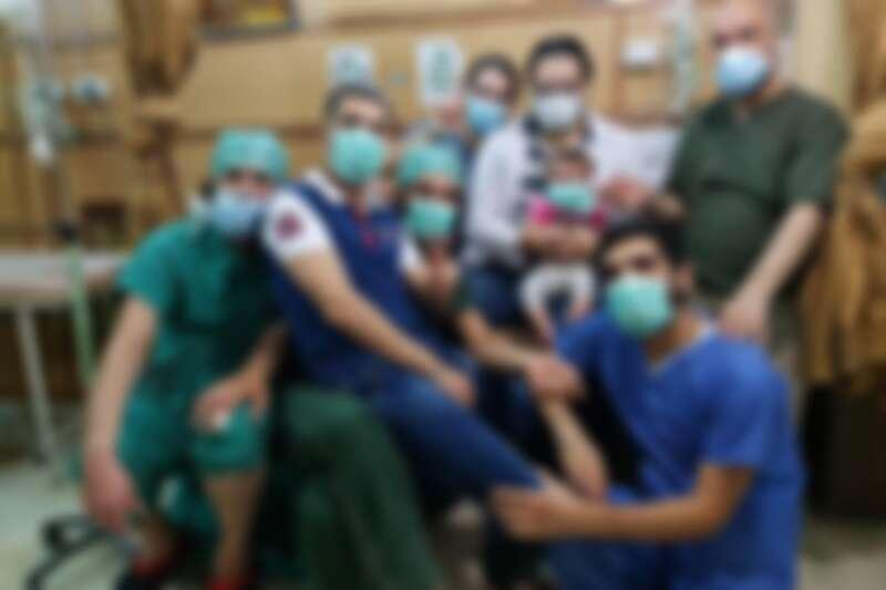 克難的戰地醫院,漢扎說他們曾在20天內動了幾千次手術