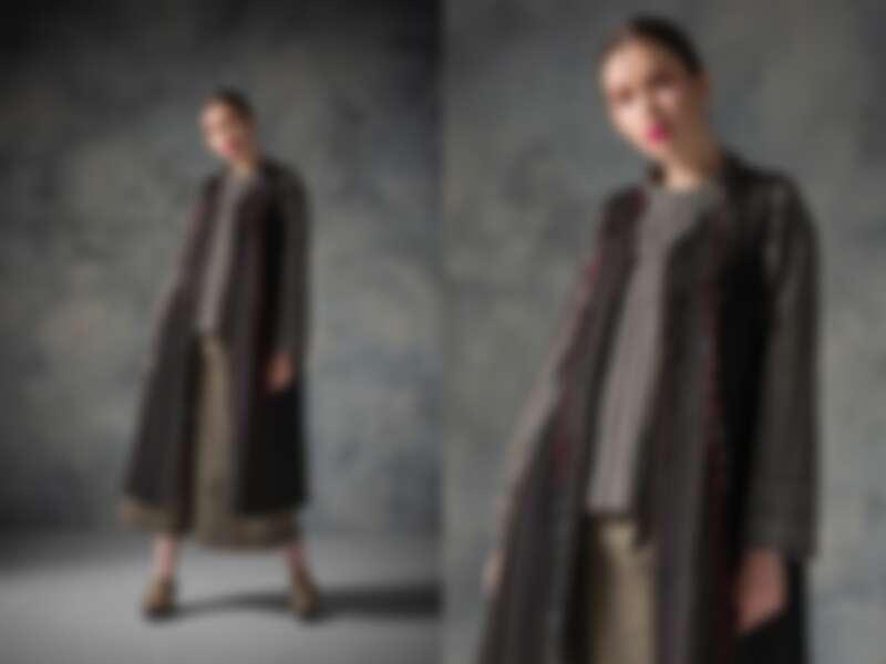 銀河緹花無袖背心洋裝(NT$32,800)、長袖上衣(NT$25,300)