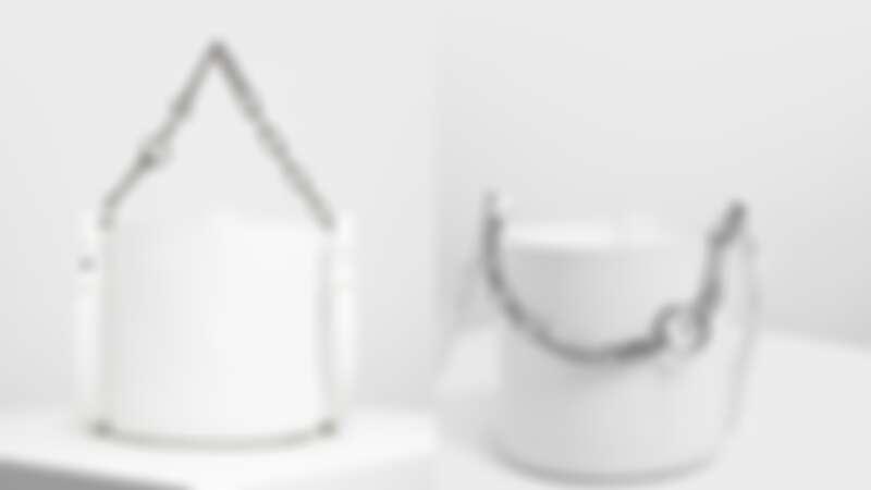 白色粗鍊條水桶包(原價NT$1,990,現正特價NT$1,190)