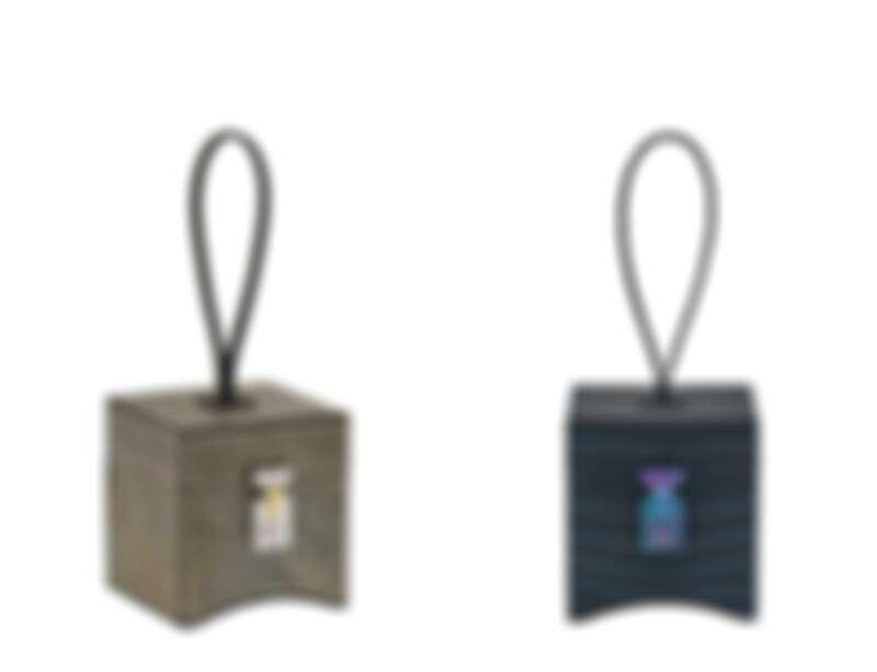 Mini Vanity Limousine(岩板系列),石灰色包款;Mini Vanity Limousine (啞光鱷魚皮) 夜藍色包款。