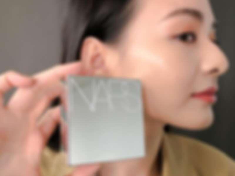 NARS超持久亮顏氣墊粉餅2020推出了限量快殼版本激情鏡光版