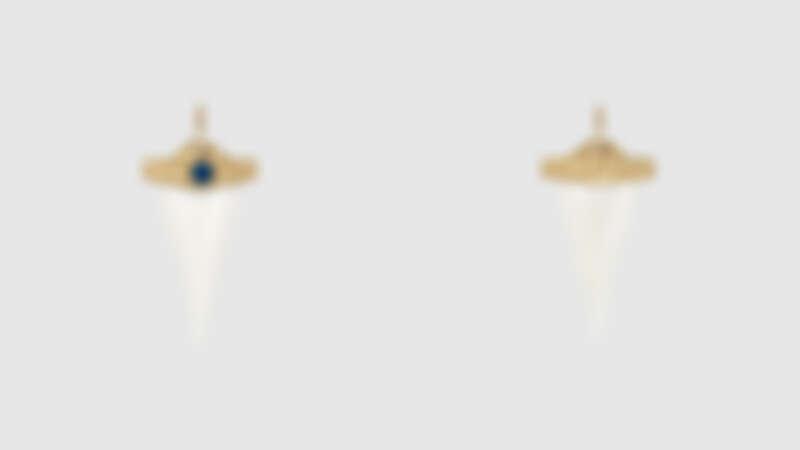 Bone shark tooth charm耳環,約為NT29,300
