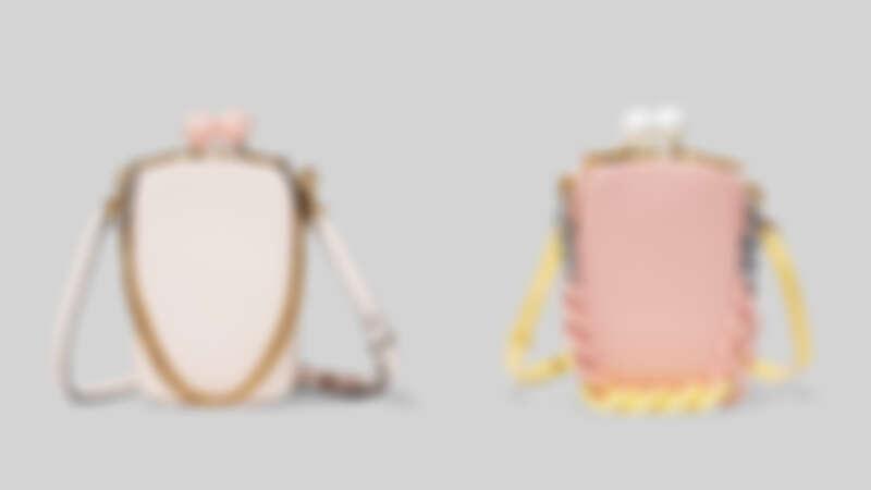 Marc Jacobs芭蕾舞裙粉The Vanity復古珠釦包,NT22,900、灰黃粉撞色The Vanity 復古珠釦包,NT24,900。