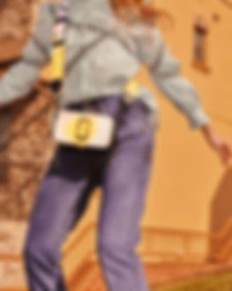 Marc Jacobs 噴彩塗鴉Snapshot相機包,NT 16,900。