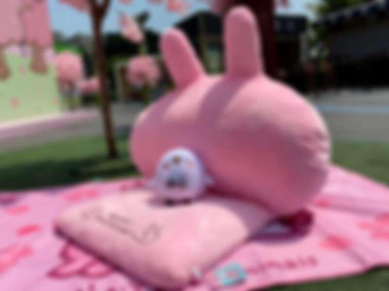 巨型「粉紅兔兔沙發」