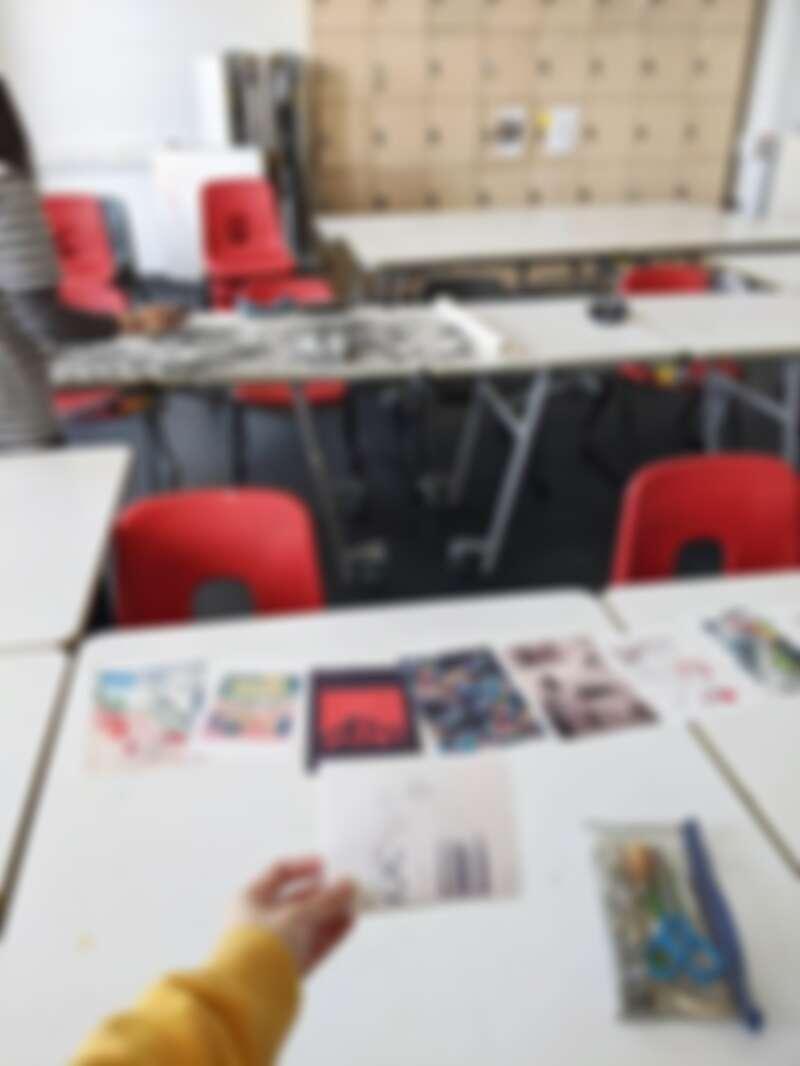 趁學校還沒完全關閉前,我和同學保握時間使用學校設備做作業