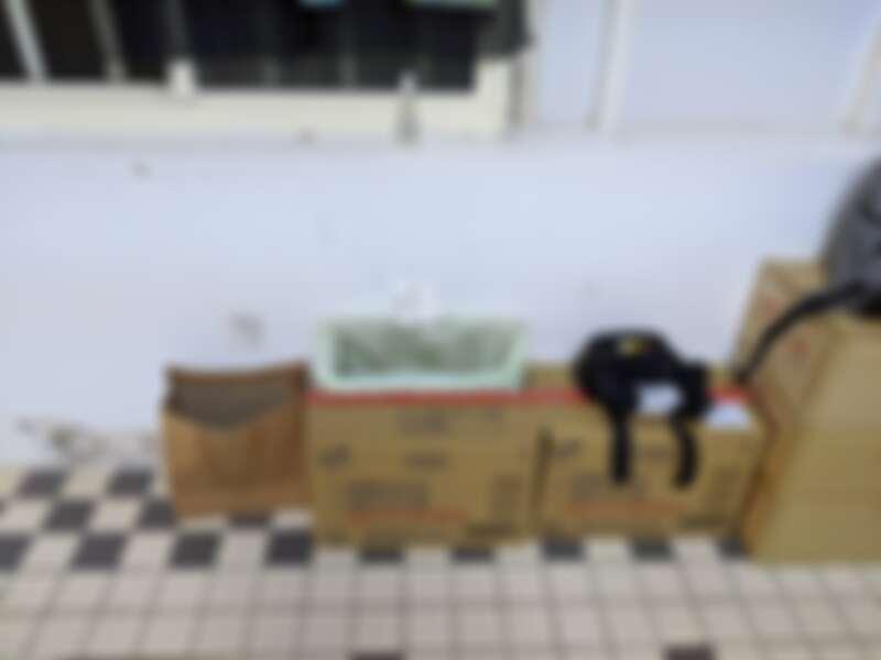 家人提前準備的箱子和紙條