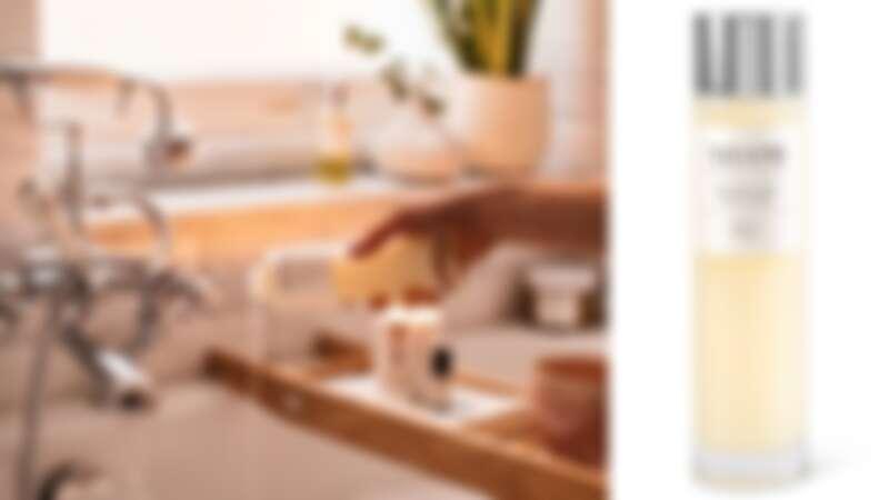 NEOM靜心舒眠泡泡浴添加柔嫩肌膚的歐蜀葵和椰子油,以及舒緩身心的蘆薈葉和甜杏仁油。(圖片提供10/10HOPE)