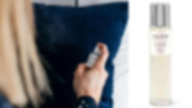 NEOM靜心舒眠枕頭噴霧,感受療癒溫和氣息。(圖片提供10/10HOPE)