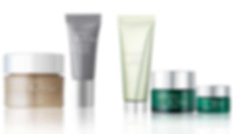 (左)為RéVive消費贈禮-4D美膚體驗組、(右)為RéVive守護光采煥膚組。