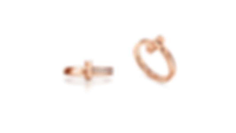Tiffany T1 系列:18K玫瑰金窄版鑲鑽戒指、18K玫瑰金窄版戒指,all by Tiffany T1
