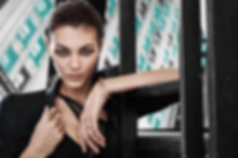 由超模Vittoria Ceretti演繹的全新Tiffany T1系列。